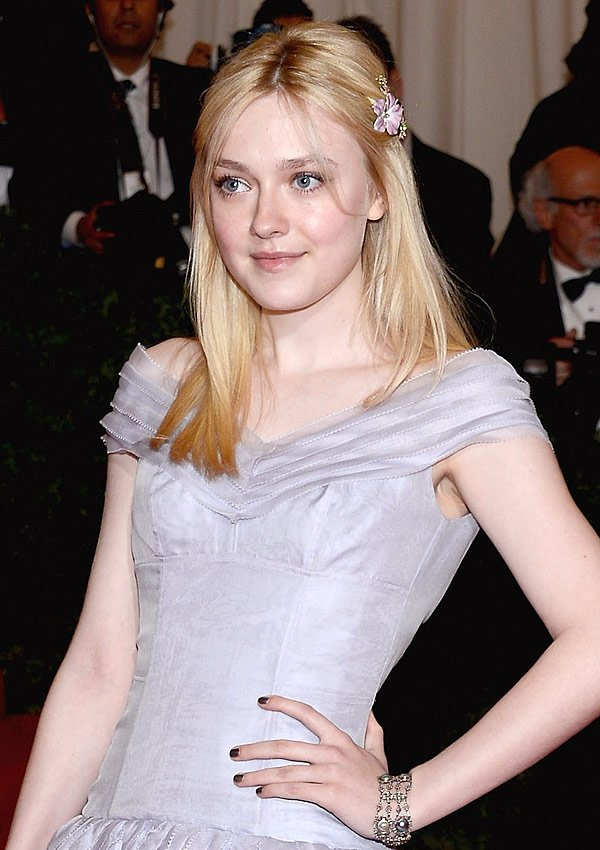 Dakota Fanning Goes For Gunmetal Nails At The 2012 Met Ball&#x2014;Copy Her Look