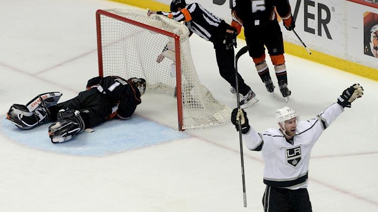 Stanley Cup Playoff Three Stars: Kings, Bruins victorious