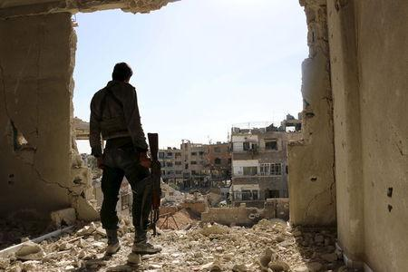 Set to begin, U.S. plan for Syrian rebels already mired in doubt