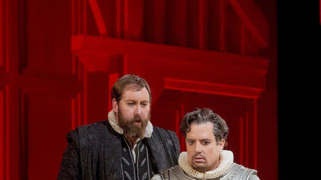 "In this Dec. 24, 2012 photo provided by the Metropolitan Opera, Matthew Rose is Talbot and Matthew Polenzani plays Leicester in Donizetti's ""Maria Stuarda,"" during a dress rehearsal of Donizetti's ""Maria Stuarda,"" at the Metropolitan Opera in New York. (AP Photo/Metropolitan Opera, Ken Howard)"