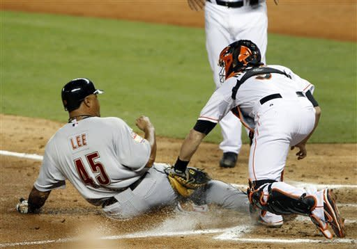 Astros rally to beat Bell and Marlins in 9th, 5-4