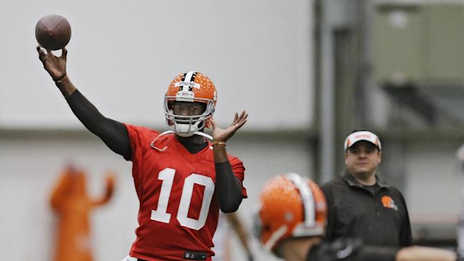 Cleveland Browns quarterback Vince Young throws during a voluntary minicamp workout at the team's NFL football training facility in Berea, Ohio Tuesday, April 29, 2014