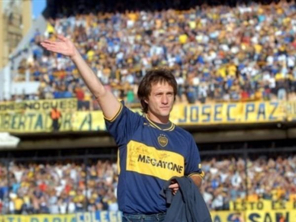 Los hinchas de Boca no se olvidan de su dolo: tambin le harn una estatua al Mellizo