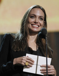 Angelina Jolie durante un ensayo para la ceremonia de los premios Oscar de la academia, el viernes 24 de febrero de 2012, en Los Angeles. La ceremonia de entrega ser el domingo. (AP foto/Chris Carlson)