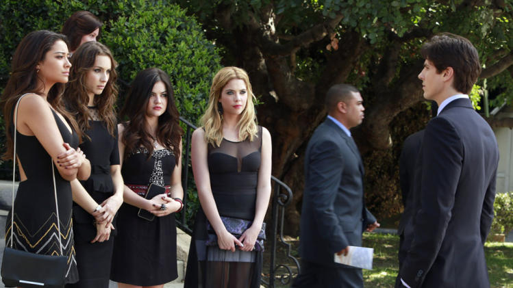 """Pretty Little Liars"" -- ""A is for A-L-I-V-E"" Shay Mitchell, Troian Bellisario, Lucy Hale, Ashley Benson, Sean Faris"