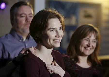 Amanda Knox talks to the press surrounded by family outside her mother's home in Seattle, Washington