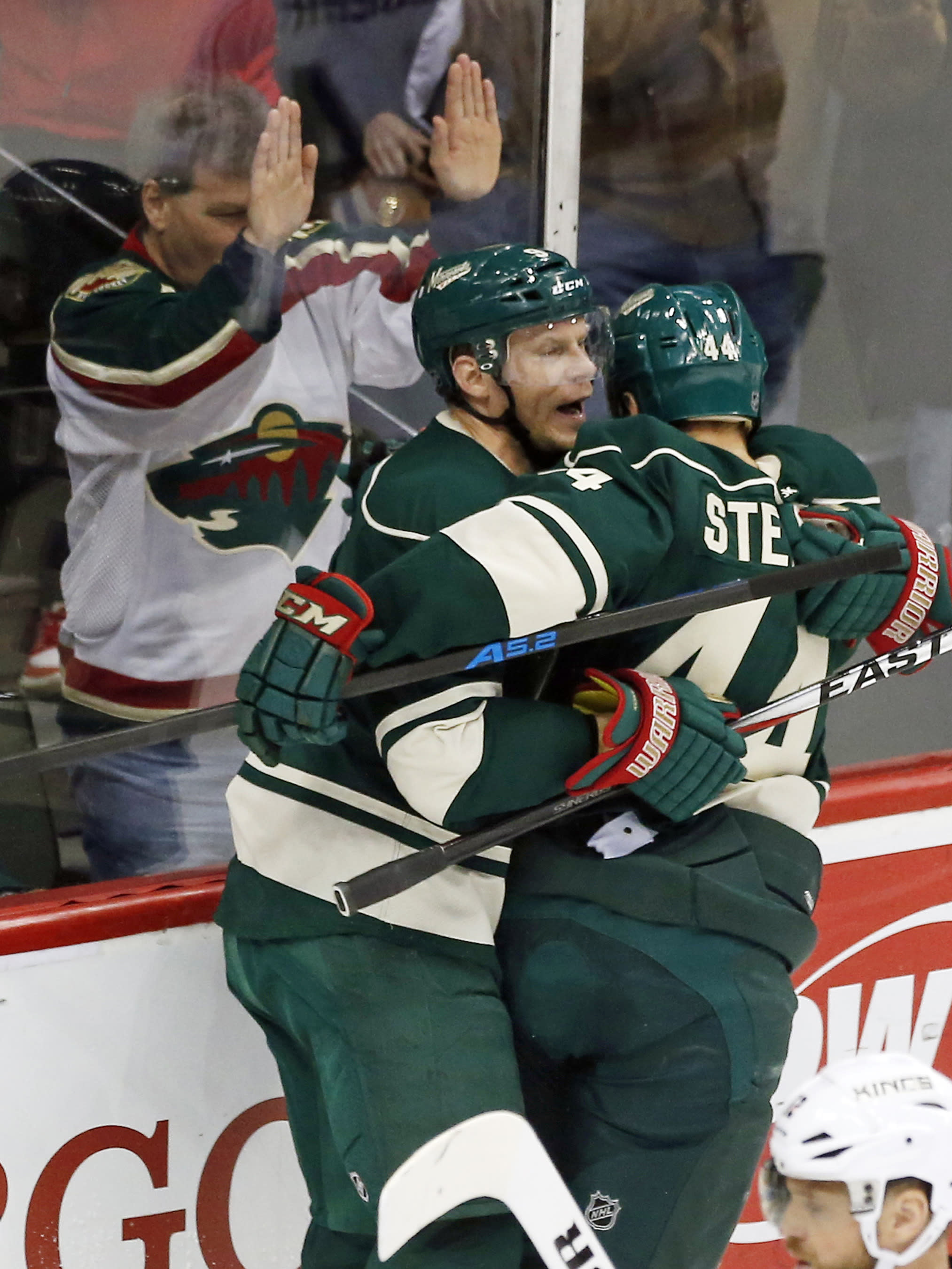 Dubnyk stops 31 shots as Wild beat Kings 4-1