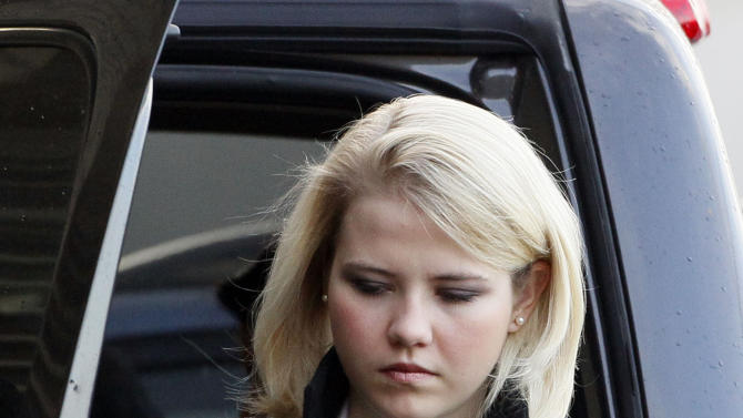 Elizabeth Smart arrives at the federal court house for the closing arguments in the trial of Brian David Mitchell Thursday, Dec. 9, 2010 in Salt Lake City. (AP Photo/Colin E Braley)
