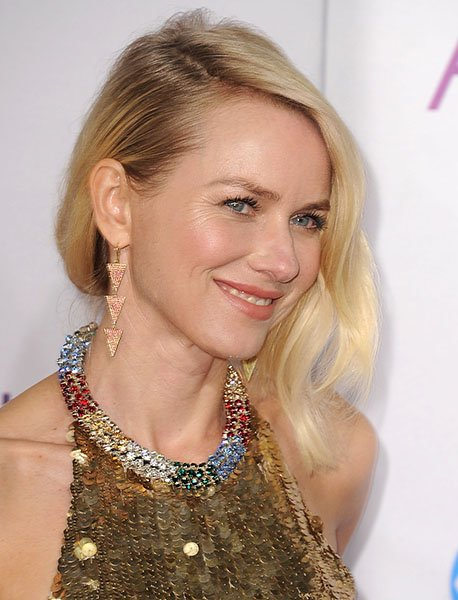 Naomi Watts wearing Jennifer Meyer triangles