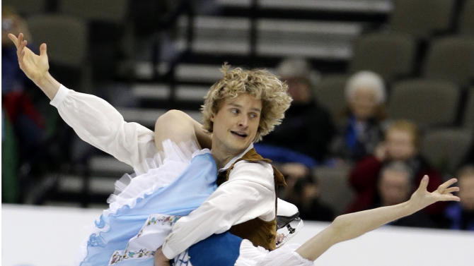 Meryl Davis and Charlie White compete in the senior pairs short dance program at the U.S. figure skating championships in Omaha, Neb., Friday, Jan. 25, 2013. (AP Photo/Nati Harnik)
