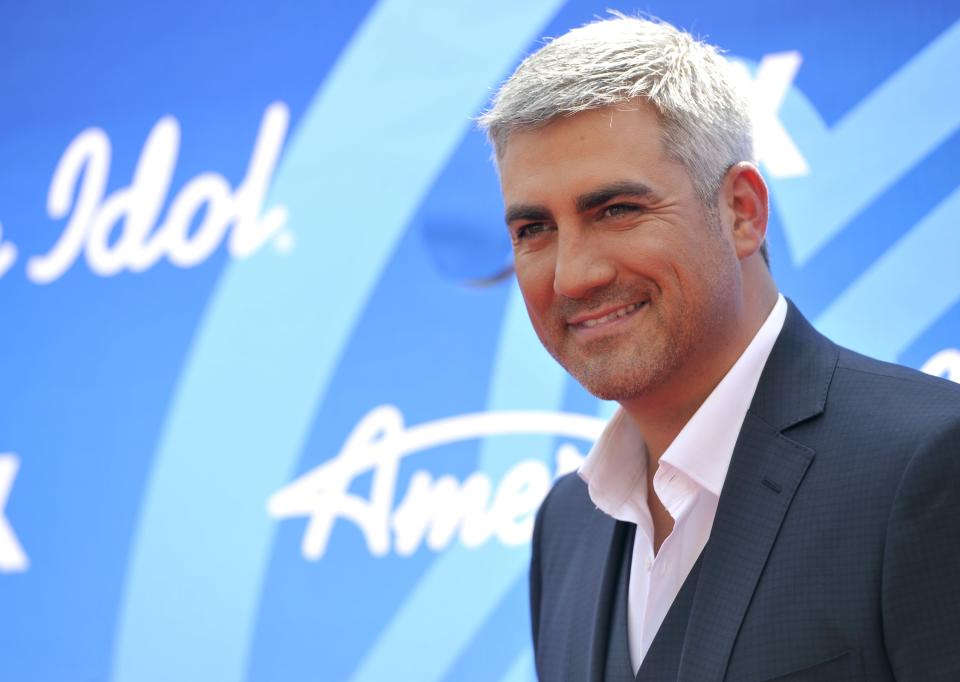 "Taylor Hicks arrives at the ""American Idol"" finale at the Nokia Theatre at L.A. Live on Thursday, May 16, 2013, in Los Angeles. (Photo by Chris Pizzello/Invision/AP)"