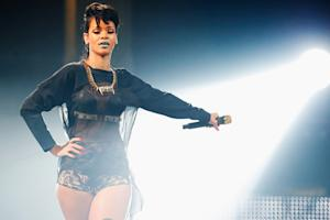 Rihanna Kicked Out of Mosque Over Photo Shoot