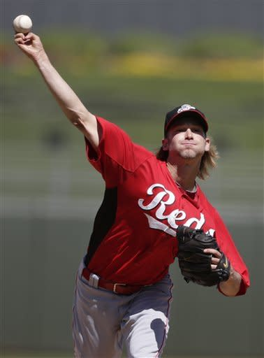 Arroyo hit on hand by line drive in Reds' 7-2 loss