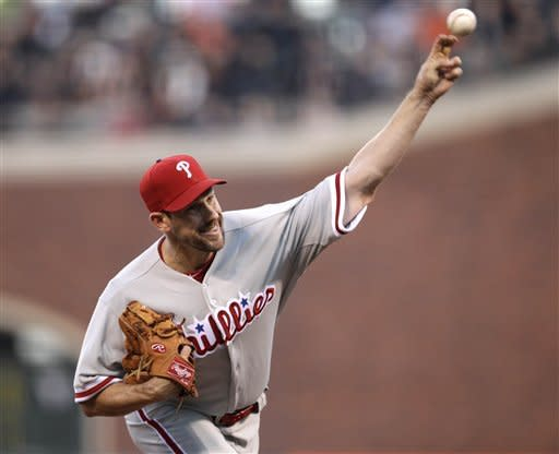 Lee, Cain toss gems before Giants top Phils in 11