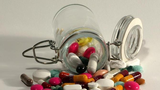 -PHOTO TAKEN MAR03- Medical illustration : Pills of all kinds, shapes and colours, March 2003...