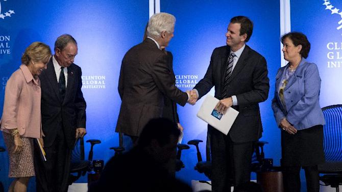 Former President Bill Clinton shakes hands with Rio de Janiero Mayor Eduardo Paes at the Clinton Global Initiative (CGI) Mid-Year Meeting Monday, May 6, 2013 in New York. Details for CGI Latin America and a new commitment from the C40 Climate Leadership Group in partnership with the Clinton Foundation were announced at the event. From left are panelists Judith Rodin, President, The Rockefeller Foundation; New York Mayor Michael Bloomberg, and far right is Mindy Lubber, President and CEO, Ceres. (AP Photo/Craig Ruttle)