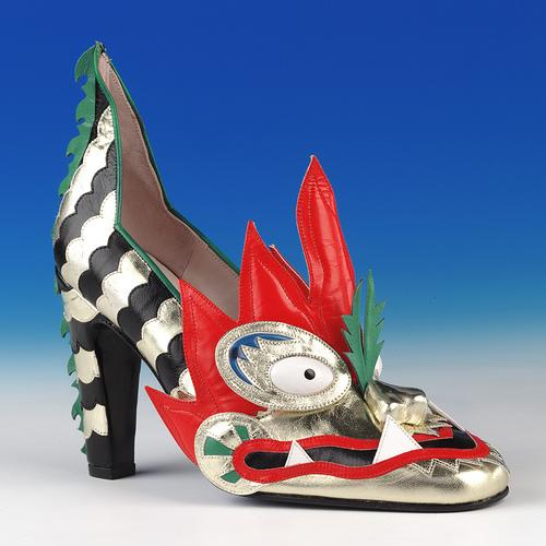 Dragon shoe made by Thea Cadabra (1979 & 1996)