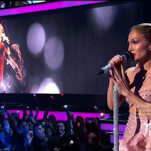 Jennifer Lopez Performs Emotional Tribute to Selena
