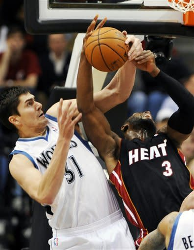 Wade, James hold off Timberwolves