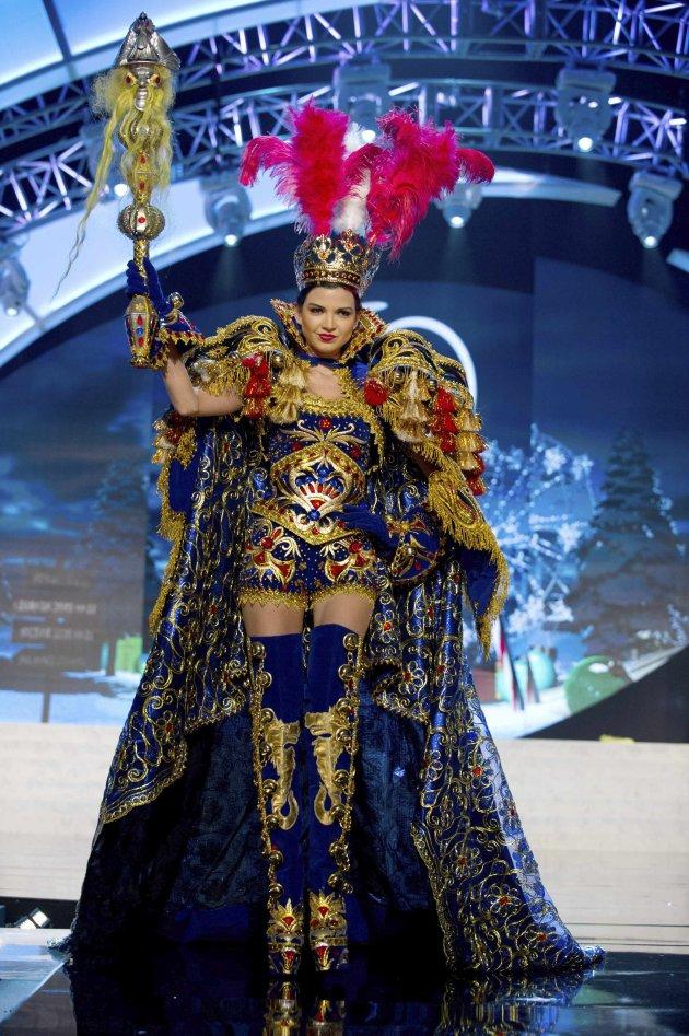 ملكات جمال العالم يتألقن بالزي