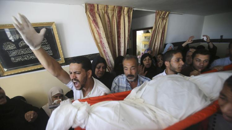 Palestinians carry the body of Islamic Jihad militant Hammad during his funeral in Rafah