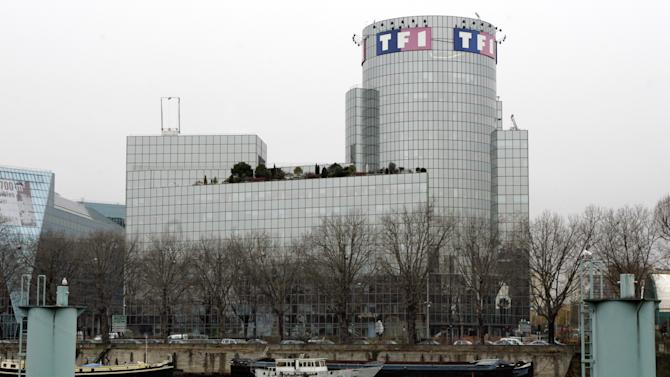 """FILE - In this Dec. 18, 2008 file photo, a general view of the headquarters of France's biggest TV station TF1 in Paris. A well-known TV doctor overseeing the French """"Survivor"""" reality show committed suicide following the sudden death of a young contestant he had treated, France's biggest TV station says. Dr. Thierry Costa killed himself on location Monday, April 1, 2013 on an island in Cambodia, the TF1 station said. (AP Photo/Remy de la Mauviniere, File)"""
