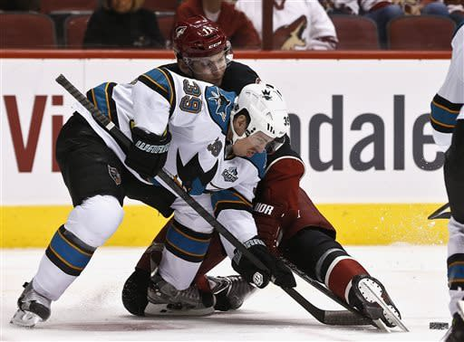 Niemi makes 35 saves, Sharks dominate Coyotes 4-0