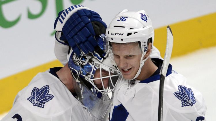 Bozak, Raymond lift Leafs over Canadiens in opener