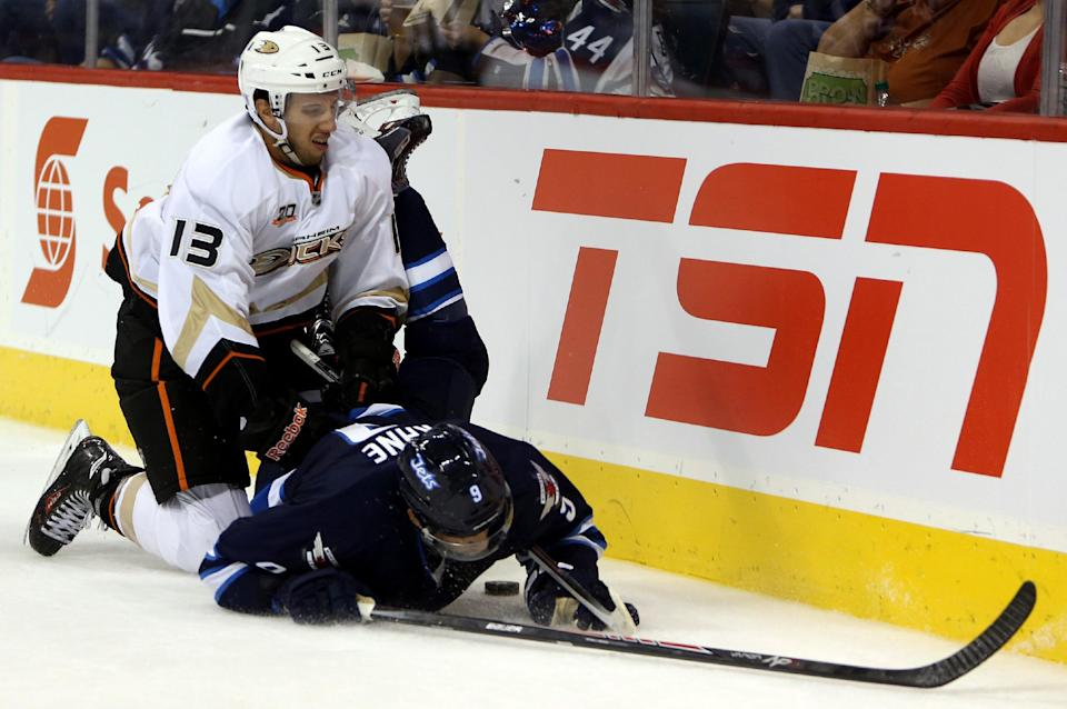 Perry scores winner as Ducks outlast Jets 3-2