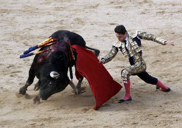 Spanish bullfighter Jose Miguel Perez 'Joselillo' performs during a bullfight at San Fermin Fiestas, in Pamplona, Saturday, July 7, 2012 in Pamplona, Spain. (AP Photo/Ivan Aguinaga)