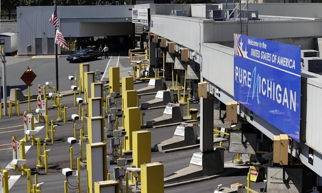 Lanes entering the United States are shown closed during an investigation of a bomb threat at the Detroit Windsor Tunnel Thursday, July 12, 2012. The tunnel was closed to traffic after the threat was called in on the Canadian side, tunnel chief executive Neal Belitsky told The Associated Press. The call was made some time after 12:30 p.m. to the duty free shop on a plaza on the tunnel&#39;s Windsor side, tunnel executive vice president Carolyn Brown said. (AP Photo/Paul Sancya)