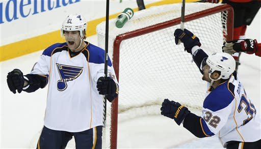 Oshie gives the Blues a 4-3 SO win over the Devils