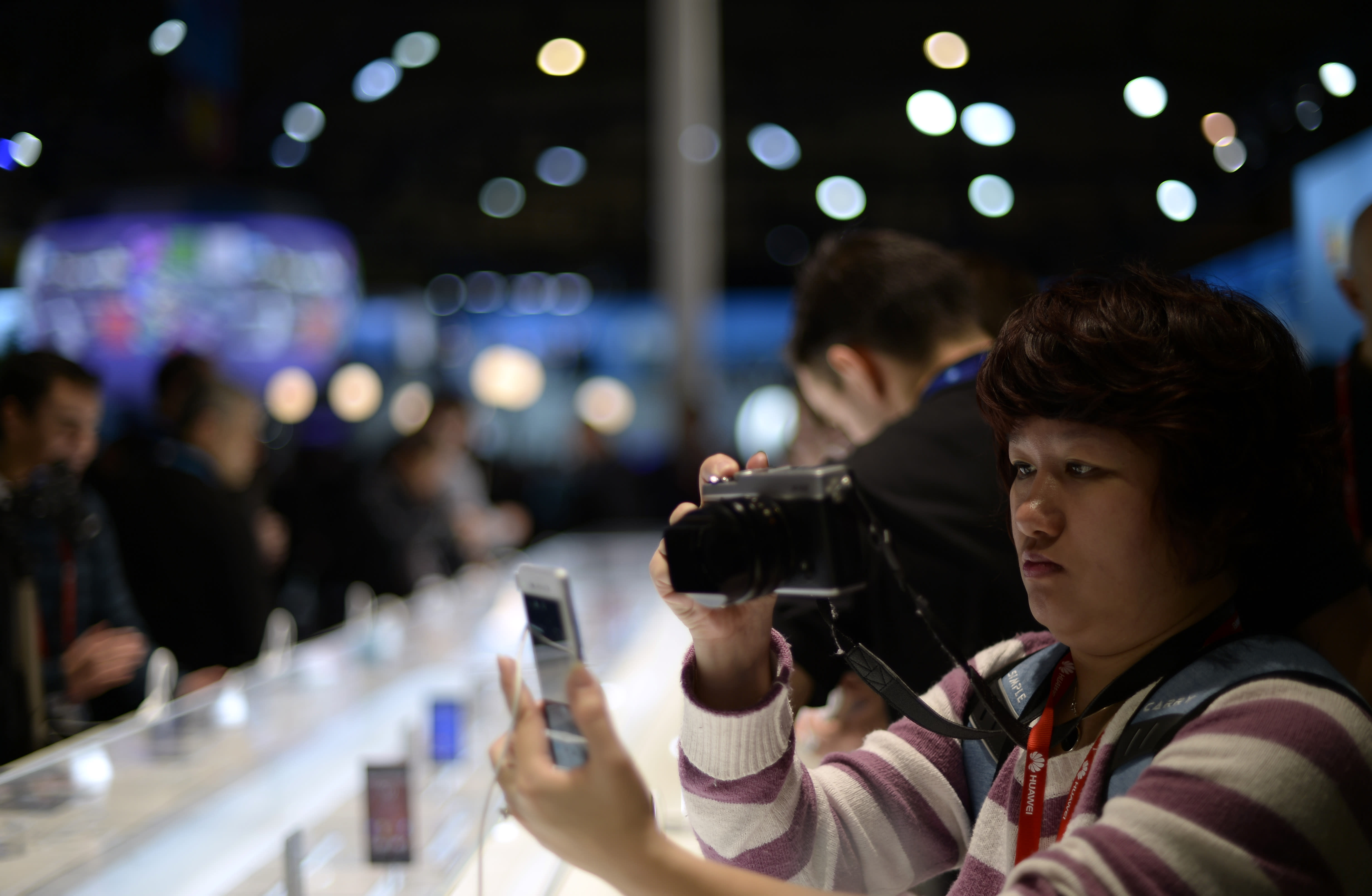 WIRELESS SHOW HIGHLIGHTS: New phones, new ways to connect