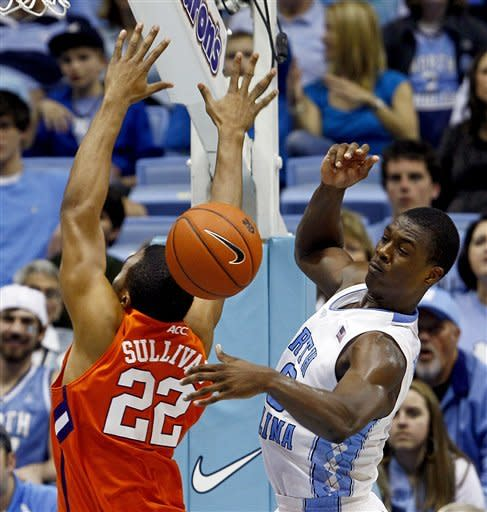 No. 8 North Carolina beats Clemson 74-52