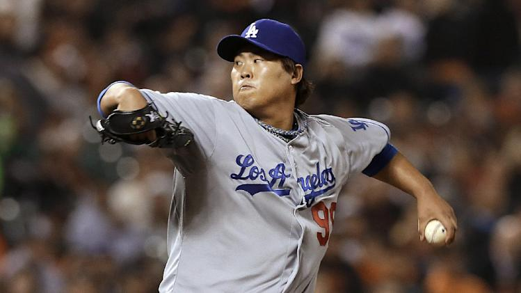 Ryu, 2 relievers help Dodgers stifle Giants 2-1