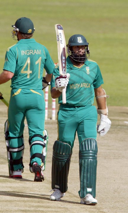 South African captain Hashim Amla (R) ce