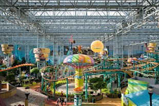 One of the main attractions, in addition to the 520 shops, is Nickelodeon Universe.