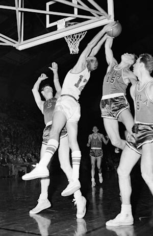 Hall of Fame basketball player Tom Gola dies at 81