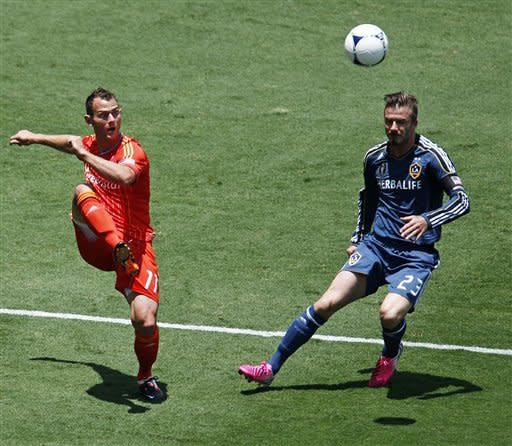 Dynamo top Beckham and Galaxy 2-1