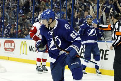 Red Wings vs. Lightning Game 2 results: Tampa Bay routs Detroit to even the series