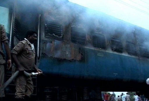 Las operaciones de rescate en el tren incendiado en India