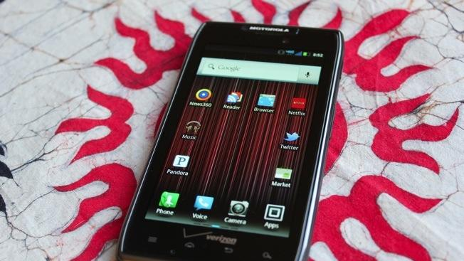 Droid RAZR MAXX reportedly outselling iPhone 4S at Verizon