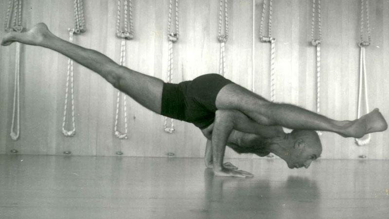 3 Yoga Lessons I Learned From K. Pattabhi Jois