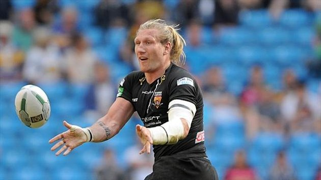 Eorl Crabtree's Huddersfield need to win one of their last two matches to secure the league leaders' shield