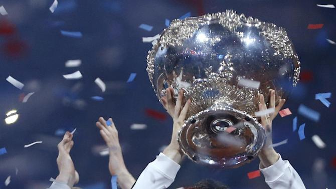 Men's Singles - Great Britain's Andy Murray celebrates with the trophy after winning the Davis Cup