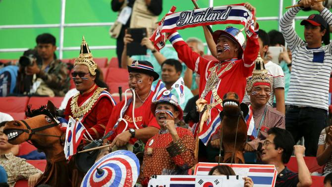 Fans of Thailand's Panida Khamsri react during the women's 48kg snatch weightlifting competition at the Moonlight Festival Garden during the 17th Asian Games in Incheon