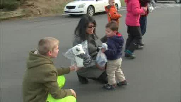 Volunteers help Superstorm victims during holiday season