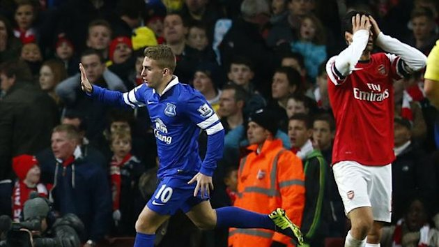 Everton's Gerard Deulofeu (L) celebrates scoring during their English Premier League soccer match against Arsenal at The Emirates in London, December 8, 2013 (Reuters)