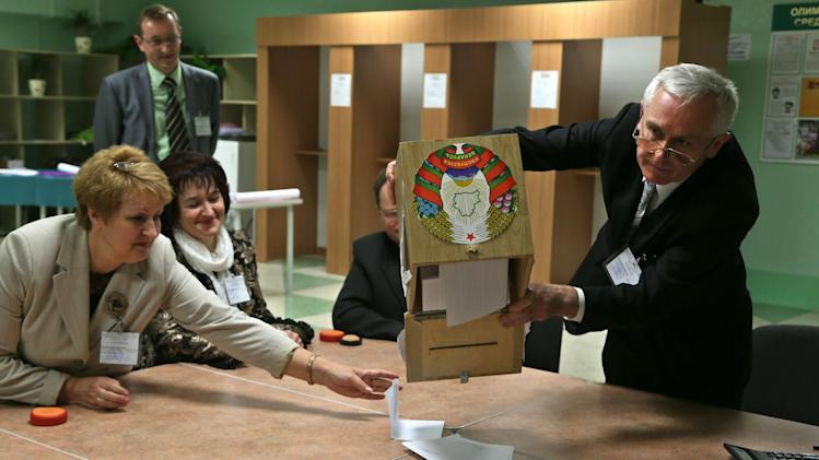 Electoral commission staff count ballot papers after voting closed at a polling station in Minsk, Belarus, Sunday, Sept. 23, 2012. Belarus is holding parliamentary elections Sunday without the main opposition parties, which boycotted the vote to protest the detention of political prisoners and alleged opportunities for election fraud. (AP Photo/Sergei Grits)
