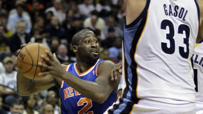 New York Knicks' Raymond Felton (2) is pressured  by Memphis Grizzlies' Marc Gasol (33), of Spain, during the first half of an NBA basketball game in Memphis, Tenn., Friday, Nov. 16, 2012. (AP Photo/Danny Johnston)